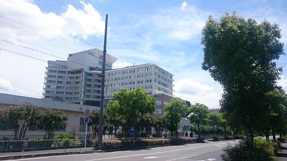 ac80db8f6d631 当社が内装工事を施工した『滋賀県立成人病センター新病棟』が近代建築11月号に掲載されました。